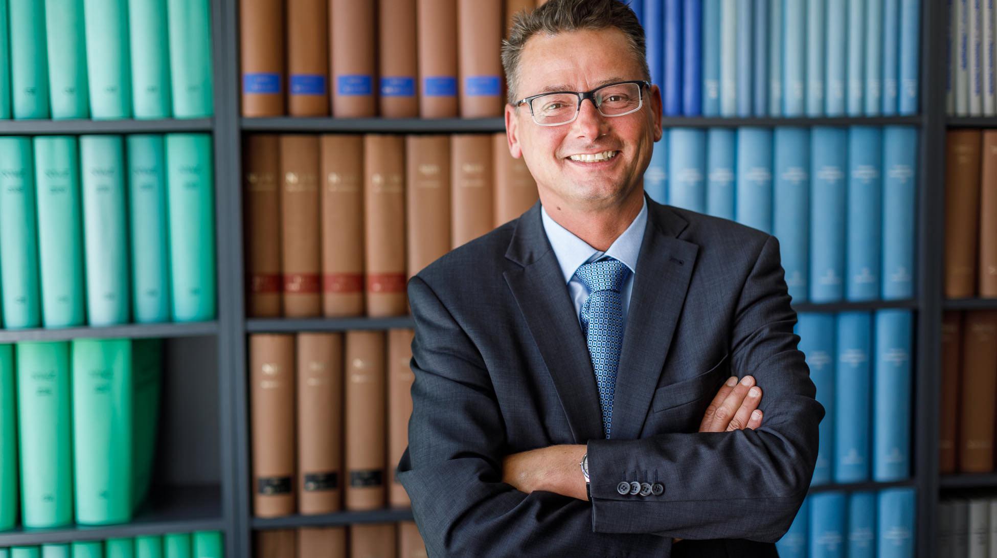 Rechtsanwalt Dr Neumann Anwaltskanzlei Gunzenhausen – Ich stehe Ihnen im Behördendschungel bei.